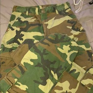 Camouflage high waisted cargo pants size small